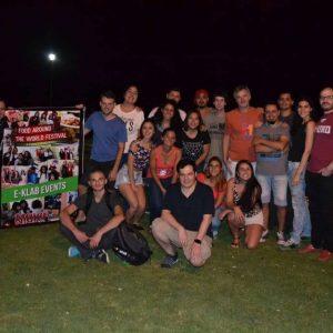 Alumnos y profesores de eklabinstitute en un picnic