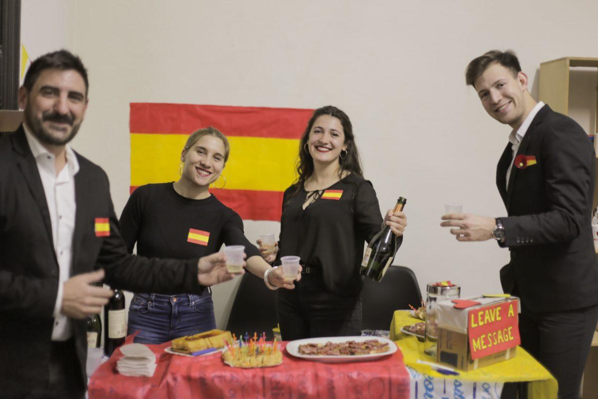 Alumnos de Inglés representando a España